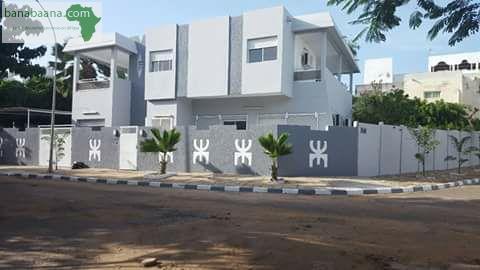 Locations immobili res fen tre mermoz villa de standing a louer dakar banabaana for Fenetre villa